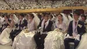 Casais participam de casamento coletivo na Coreia do Sul Video:
