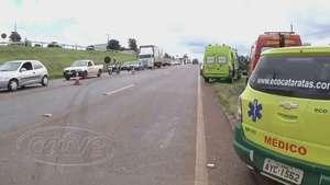 Dois carros e um caminhão batem na BR 277, quatro ficam feridos Video: