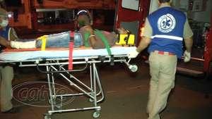 Motociclista fica ferido ao bater moto em mureta da av. Carlos Gomes Video: