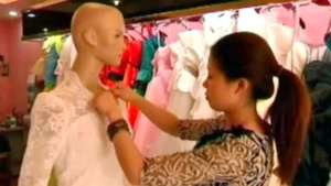 Venden réplicas del vestido de Catherine Middleton por 150 euros Video:
