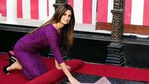 Abril: Penélope Cruz ostenta su estrella en Hollywood Video: