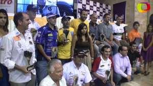 Homenaje a peruanos del equipo 'Fuerza Inca' del Dakar Video: