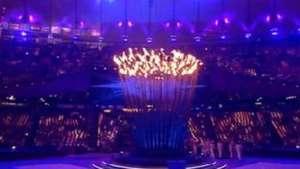 Llama olímpica se divide nuevamente en la clausura de los JJOO Video: