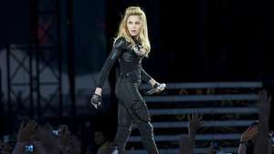 Madonna cautiva a sus fans en Londres Video: AP
