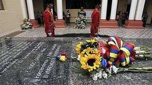 Restos de Chávez ya están en Museo 4 de febrero de Caracas Video: