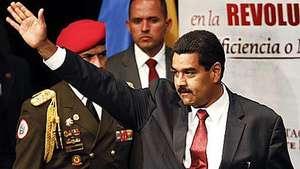 """Ministros juran por el """"comandante Chávez"""" en Venezuela Video:"""