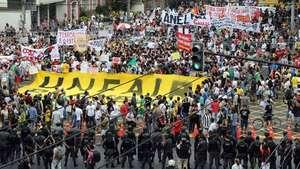 Protestas en Río antes de la final por Copa Confederaciones Video: