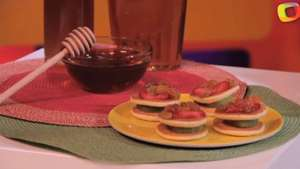 Sándwiches de Fresas y Kiwi con Glaseado de Miel Video: