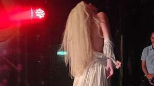 Lady Gaga se desnuda en el escenario de un club de Londres Video: