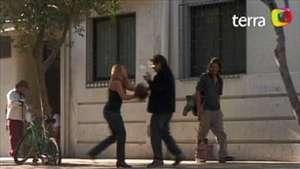 Mujer agrede y humilla a marido en centro de Santiago Video: