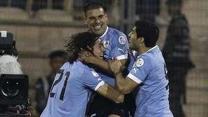 Uruguay, con un pie en el Mundial tras golear a Jordania Video: