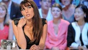 Presentadora se desnuda por clasificación de Francia al Mundial Video: