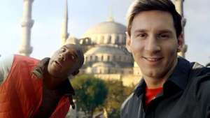 Messi y Kobe Bryant en duelo de 'selfies' por el mundo Video: