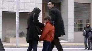 Mujer maltrata a su hijo en público Video: