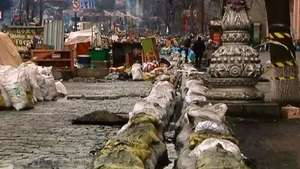 Se derriten las barricadas de nieve en Kiev Video: