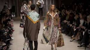 Burberry deja atrás la gabardina en la Fashion Week de Londres Video: