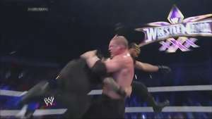 VÍDEO: Big Show arrasa a Kane y The Shield se ceba con el ejecutivo de la WWE Video: