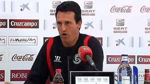 El entrenador del Sevilla se enoja con un insistente reportero Video: