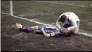 Futbolista salva de asfixiarse a jugador del equipo rival en pleno partido Video: