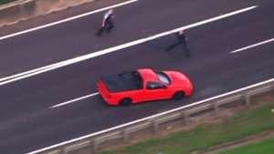 Espectacular persecución policial en una carretera de Australia Video: