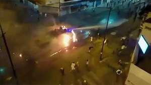 Venezuela: Un cañón de agua en llamas no deja de disparar Video: