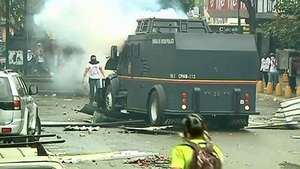 Nuevos disturbios en Caracas en una marcha de apoyo a opositora Video: