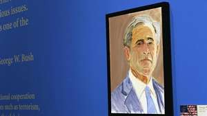 George W. Bush se estrena como pintor Video: EFE
