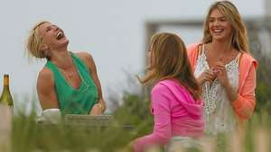 Cameron Díaz y Kate Upton se divierten en 'The Other Woman' Video: Reuters