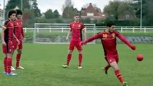 Jugador del Chelsea rompe una cámara de un pelotazo Video: