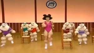 Japonesa motiva de esta forma a la gente para hacer ejercicio Video:
