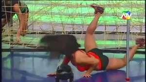 En pleno combate! Luchadora sufre fuerte caída durante programa en vivo Video: