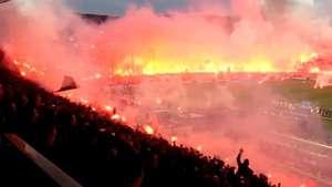 Hinchada del PAOK Salónica 'incendió' la cancha para recibir a su equipo Video: