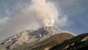 Reportan peligrosa actividad en volcanes de Perú y Guatemala Video: