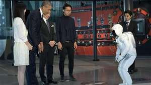 Obama juega al fútbol con un robot japonés Video: