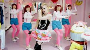 Avril Lavigne es acusada de racista por su ultimo videoclip 'Hello Kitty' Video: