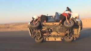 Así cambian las ruedas de una camioneta todo terreno en Arabia Saudita Video:
