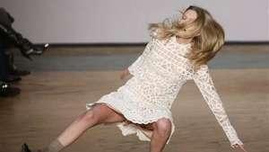 Estas son las peores caídas de modelos en pasarelas de moda Video: