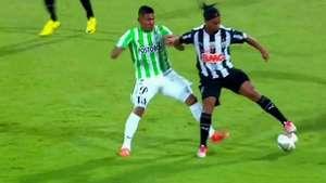 Ronaldinho deja en ridículo a sus rivales con esta increíble jugada Se pasó! Video: