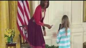 Una niña le entregó a Michelle Obama el currículum de su padre desempleado Video: