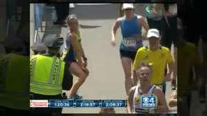 Runner baila antes de cruzar la meta en Maratón de Boston Video: