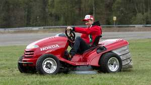 Monteiro pone a prueba el cortacésped 'volador' de Honda en Eau Rouge Video: