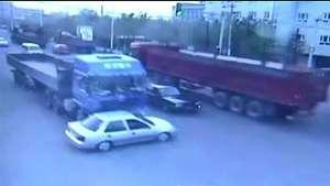 Dos increíbles accidentes milagrosamente no dejan heridos Video: