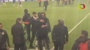 El emotivo abrazo de Fernando Torres a Simeone en la semifinal de Champions Video: