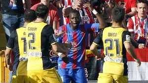 Jugador del Levante bailó como un mono al escuchar burlas racistas Video: