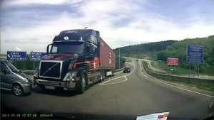 Así los frenos de este camión evitan un trágico accidente Video: