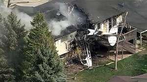 Una avioneta se estrella contra una casa en Estados Unidos Video: