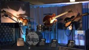 Salen a subasta varios instrumentos de los Beatles en NY Video: