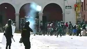 Duros enfrentamientos entre policía y estudiantes en Perú Video: