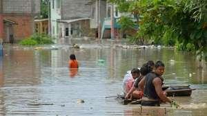Al menos cuatro muertos por inundaciones en Ecuador Video: