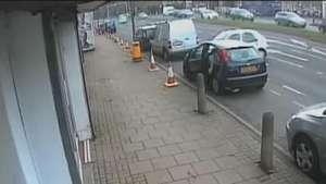 Impresionante aparcamiento tras accidente en la carretera Video: